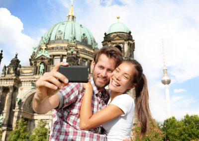 Paar vor dem Berlin Dom